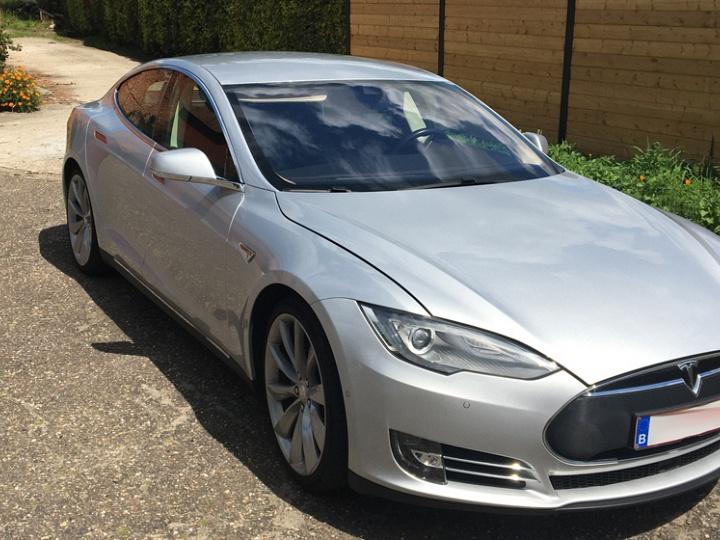 Tesla te koop
